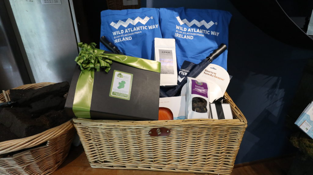 Seaweed gifts in hamper for king and queen